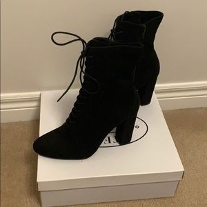 Steve Madden Shoes - Steve Madden ankle boots, size 8, never been worn.